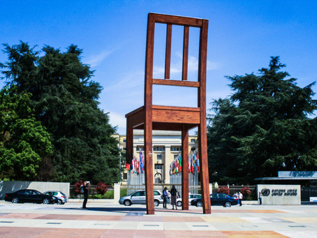 Broken Chair, the unsettling and dignified sculpture of the Place des Nations