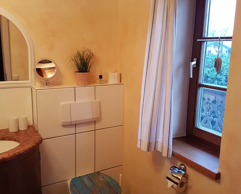 Bad mit Fenster.jpg