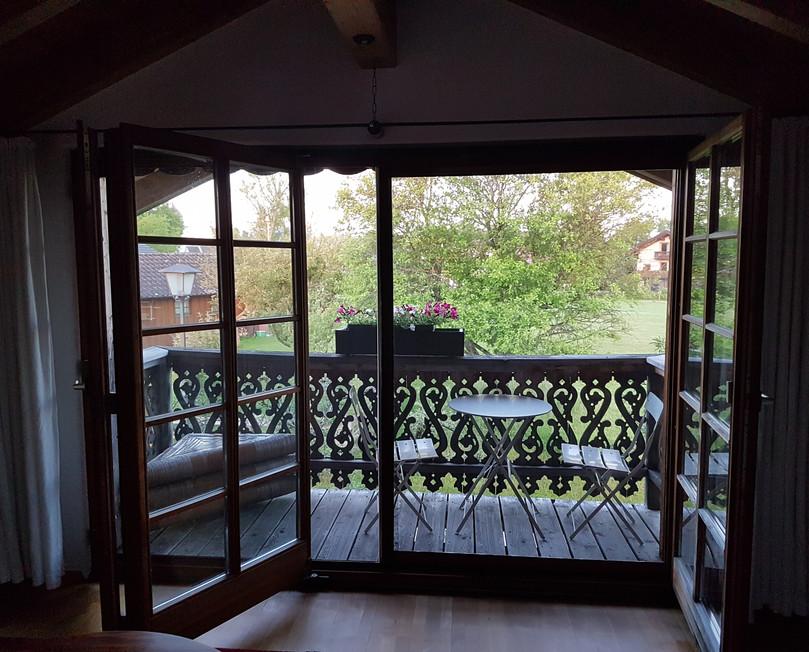 Balkon vom Schlafzimmer.jpg