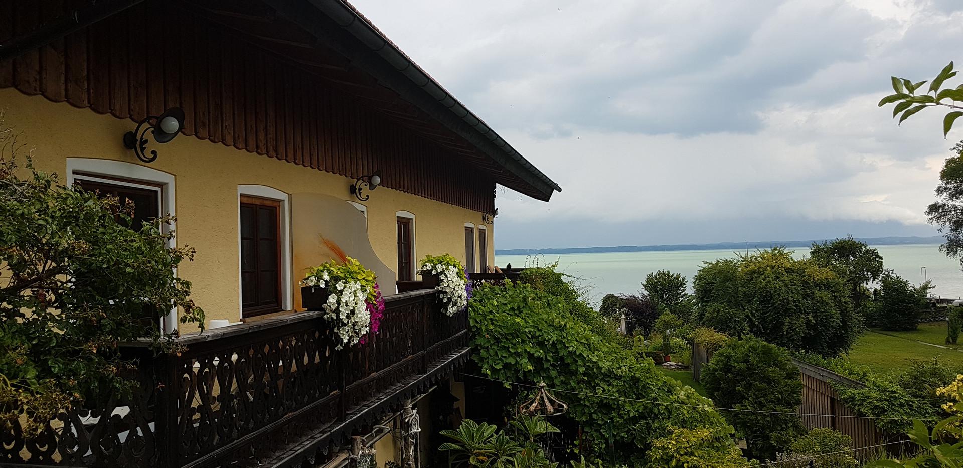 Seitenansicht des Hauses.jpg