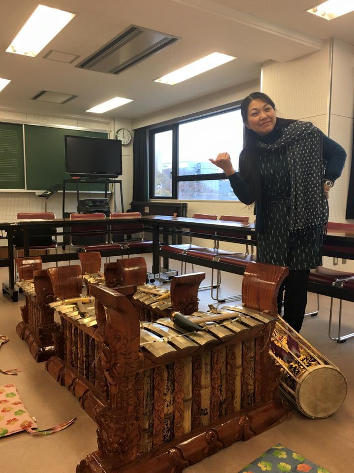 桜田素子先生の民族音楽授業