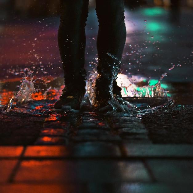 Deatil splash, legs/shoes