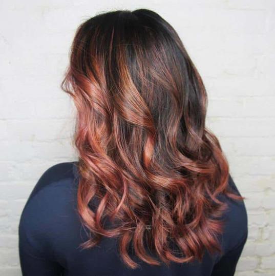 BlowUp Beauty : coiffure pour femme : coupe, brushing, mèches, balayage, lissage à la kératine