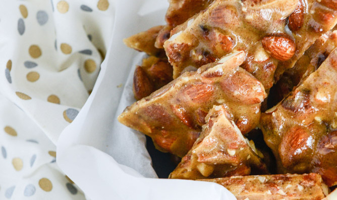 BACON ALMOND BRITTLE WITH VANILLA BEANS