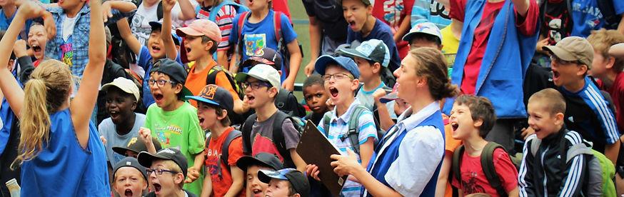 Rassemblement patro jeunes qui chantent