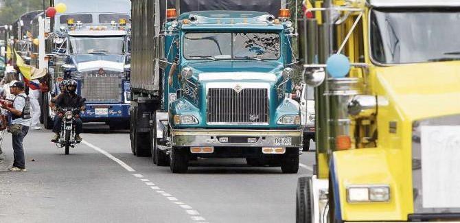 DAKC NEWS: Transportadores reclaman por alza de precios del combustible