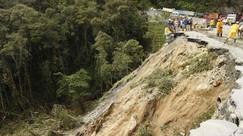 DAKC NEWS: Cierres en La Línea por deslizamientos de tierra gran congestión