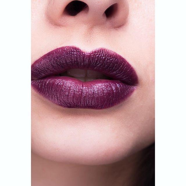 On surkiffe les lèvres Bordeaux presque