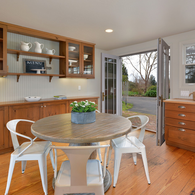 Kitchen table space