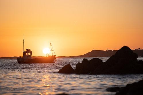 Sunrise Bordeaux Fishing Boat - Landscape (2021)