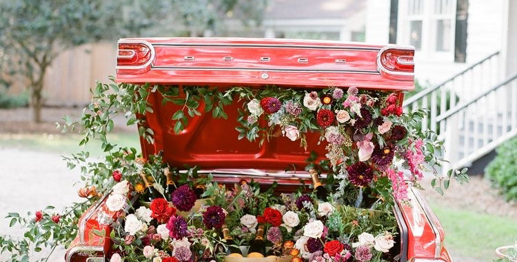 VintageCar with flowers in boot