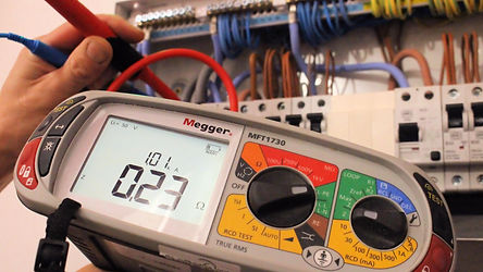 Testing-a-fuse-board-with-a-megga-tester