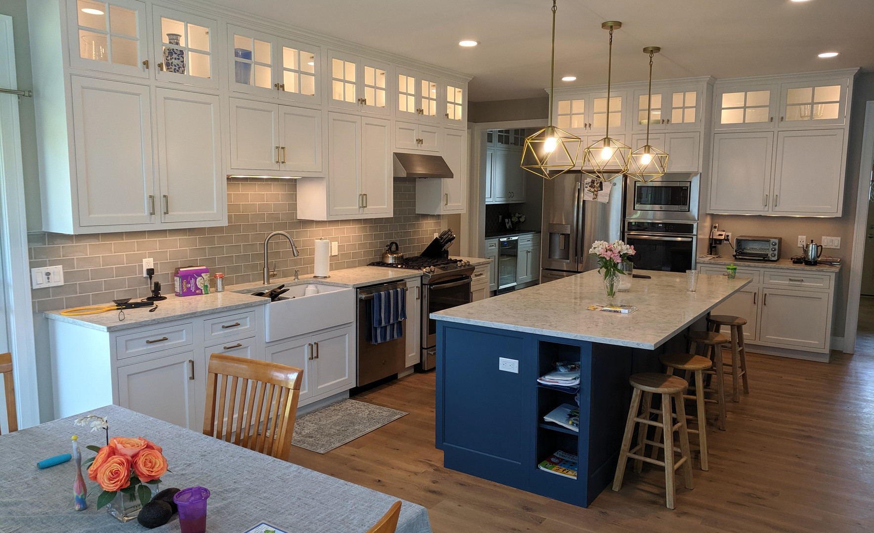 9' Ceilings with upper cabinet lighting