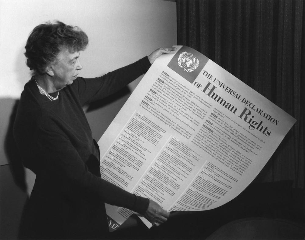 """Eleanor Roosevelt, İnsan Hakları Evrensel Bildirisini """"Bütün insanlığın Magna Carta'sı olarak"""" tanımlamıştır."""