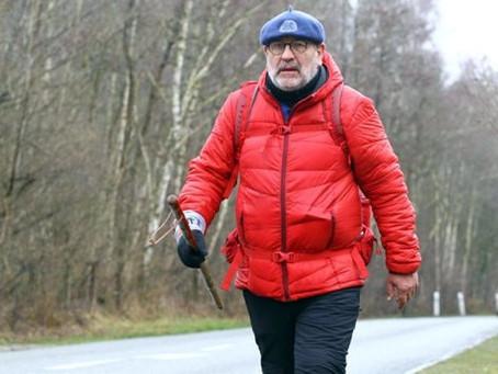 Patrick MAURIN marche jusqu'au lac de Caussade.