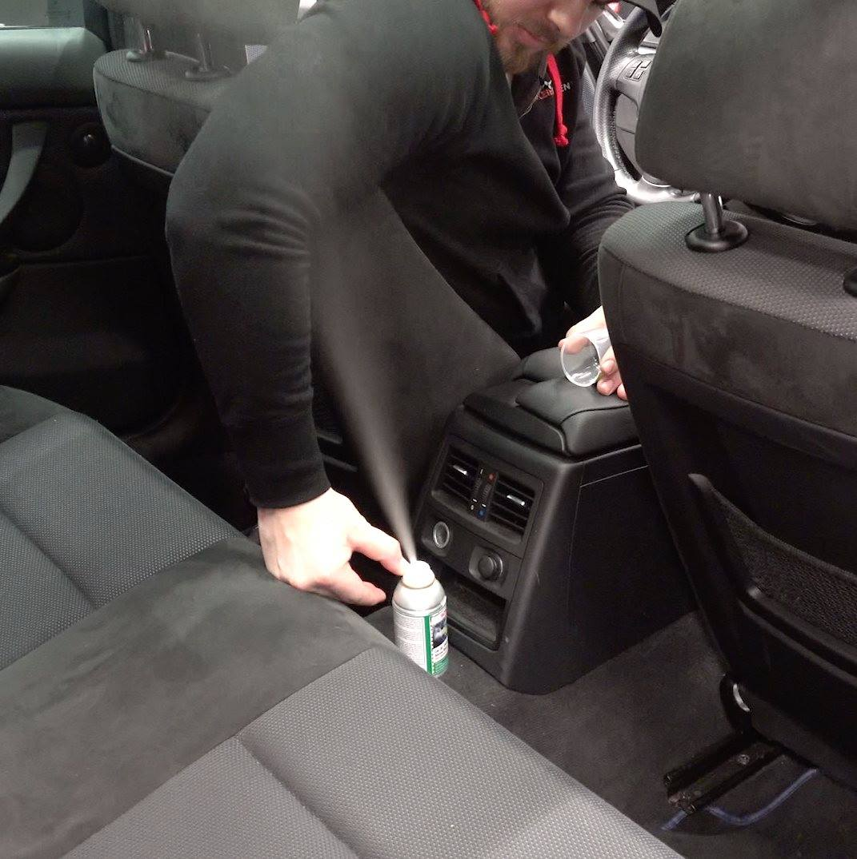 Slik fjerner du tåfislukt fra bilen