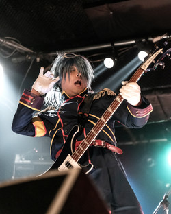 bassist : Maru