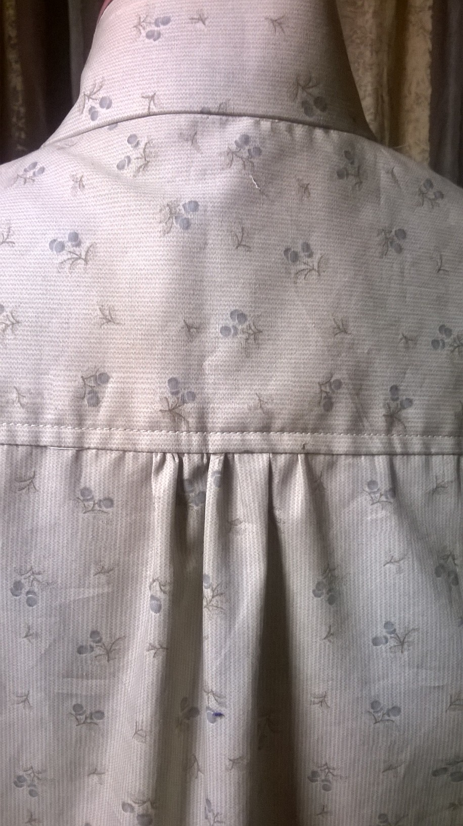 Top-stitching detail on shirt