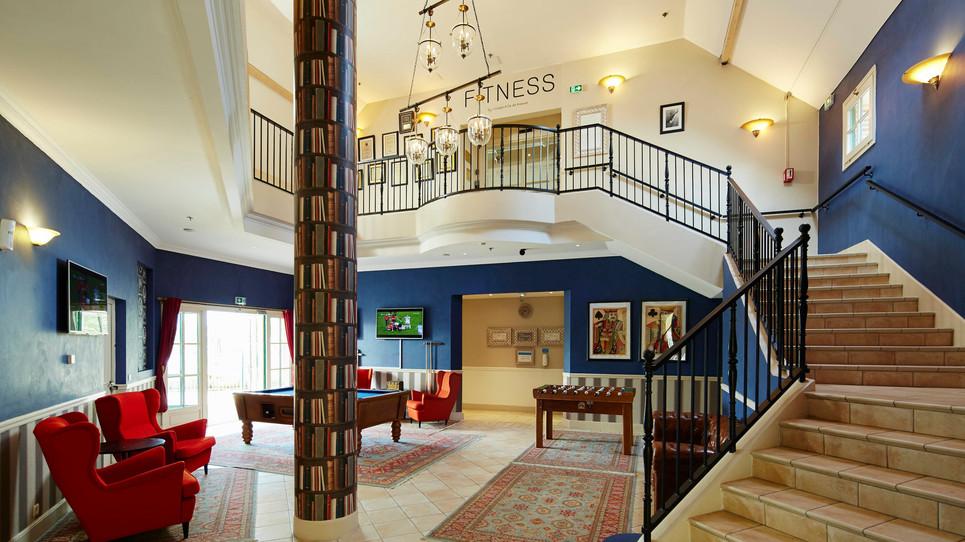 Impressive ames room