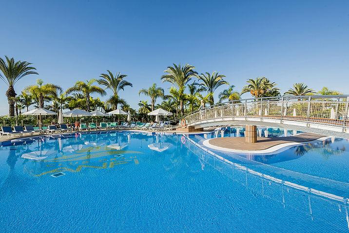 Club Gran pool with bridge