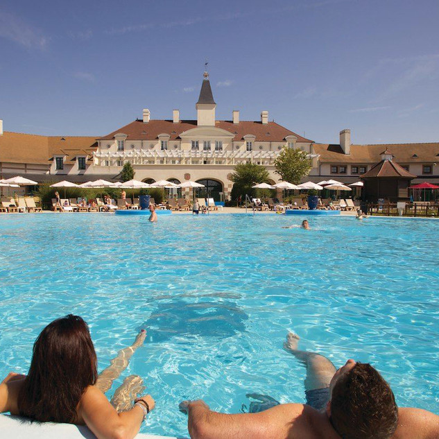 Village d'ile-de-France pool 3.jpg