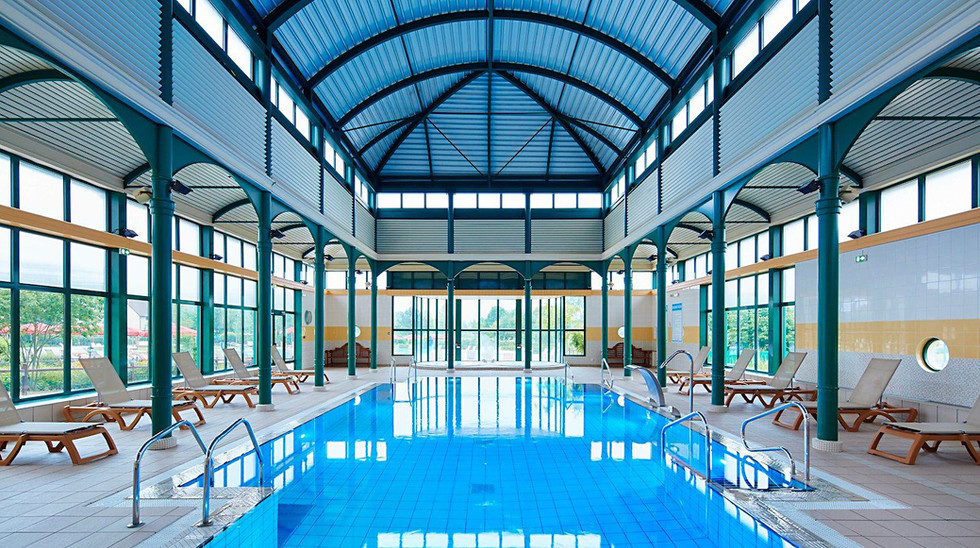 Village_d'ile-de-France_indoor_pool.jpg