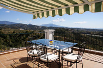 Al fresco dining with mountain views