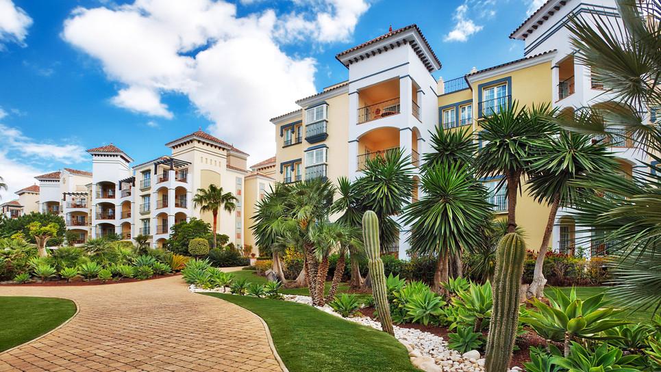 Playa Andaluza set in tropical gardens