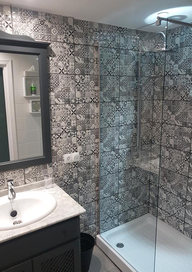 Flamenco bathroom 4.jpg