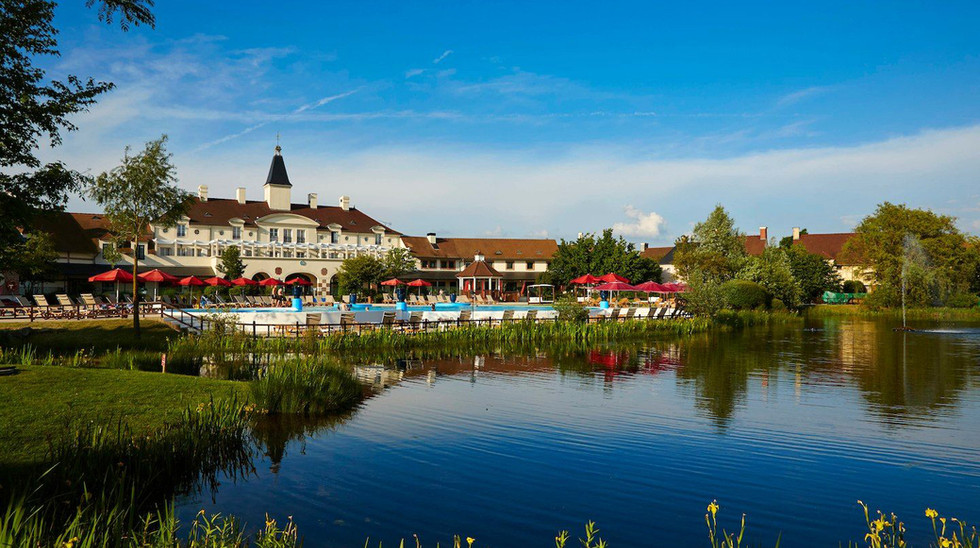 Village_d'ile-de-France_lake.jpg