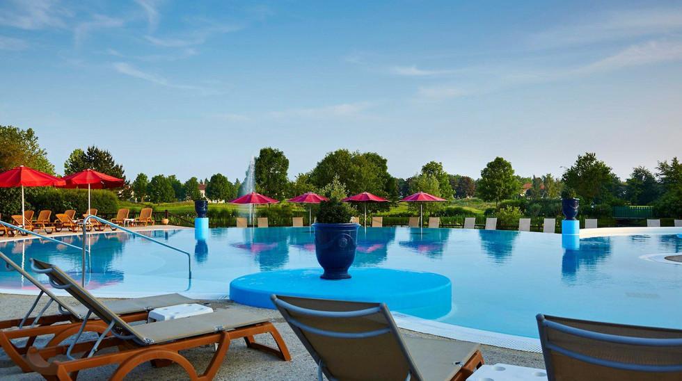 Village d'ile-de-France pool 2.jpg
