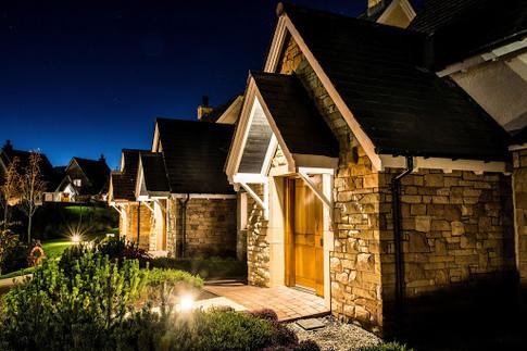 Glenmor Lodges at night