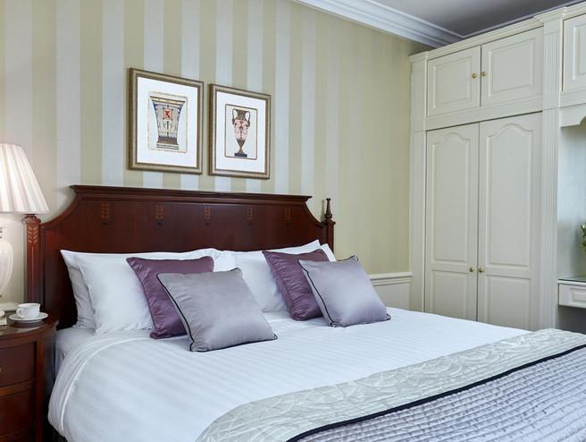 47 Park Street luxury bedroom