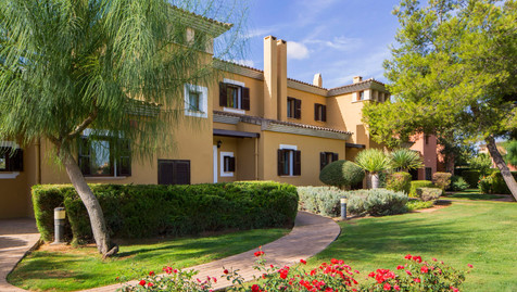 Son Antem townhouse in manicured gardens