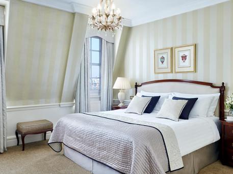 Beautiful bedroom in 47 Park Street London