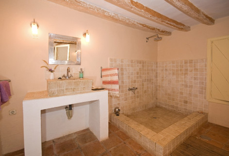 Traditional styled bathroom
