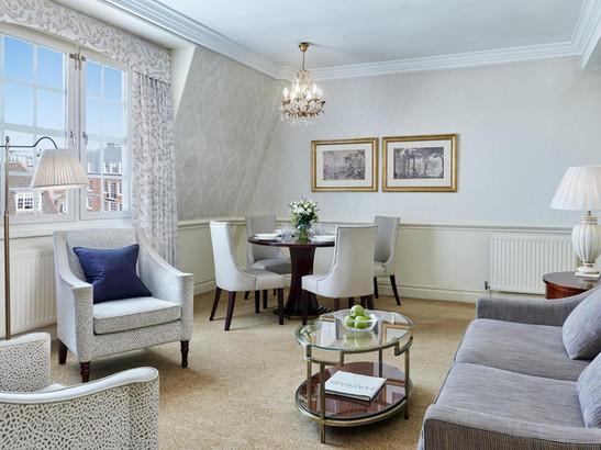 Lounge area in 47 Park Street London