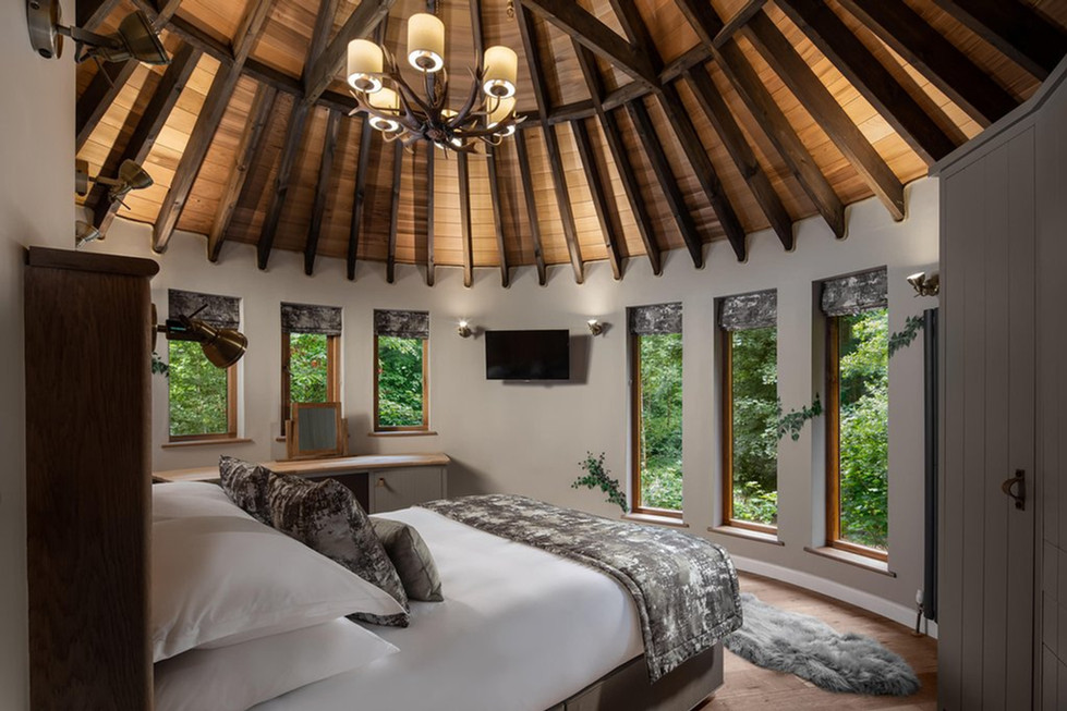 Bedroom with vaulted ceiling at Clowance Estate