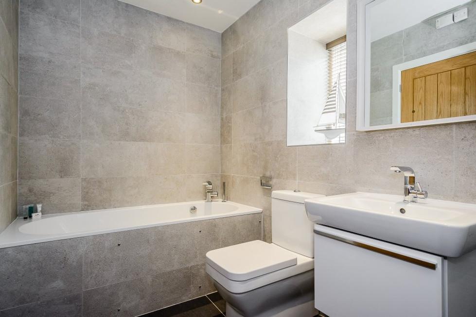Laugharne Park bathroom