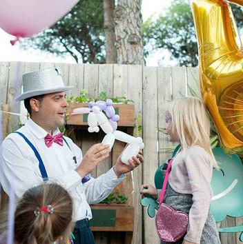 Tino and his balloon models