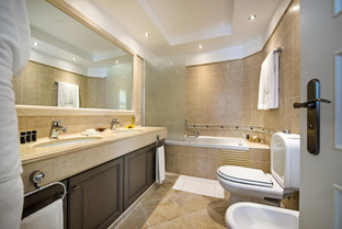 Large and bright bathroom