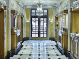 47 Park Street foyer