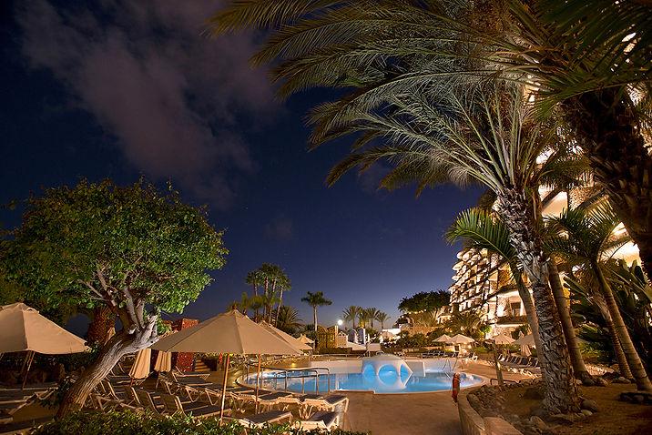 Club Monte Anfi by night