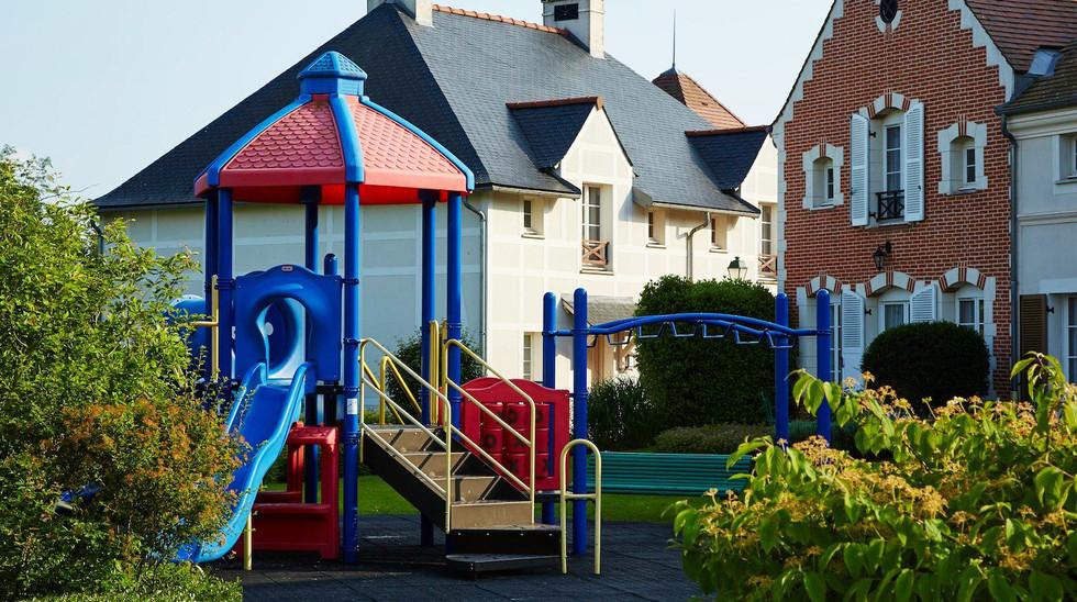 Village_d'ile-de-France_playground_1.jpg