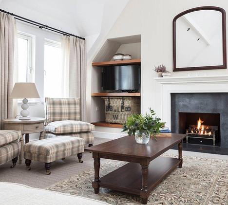 Beautifully furnished Glenmor lounge