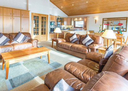 Traditional lounge at Belton Woods Lodges