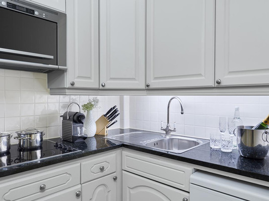 Well equipped kitchen in 47 Park Street London apartment