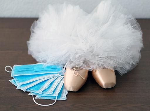 Blue face medical masks, ballet shoes po