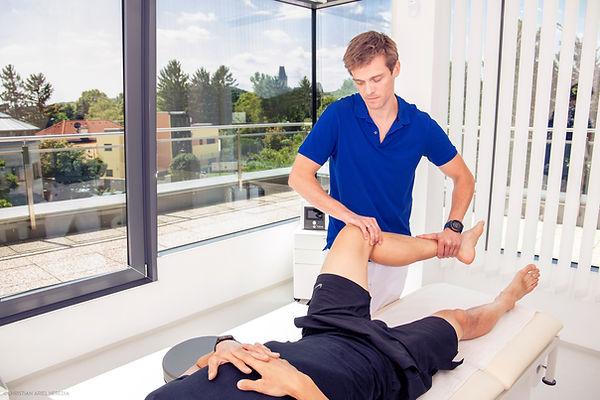 Akutversorgung Dr. Lukas Hold Orthopäde.jpg