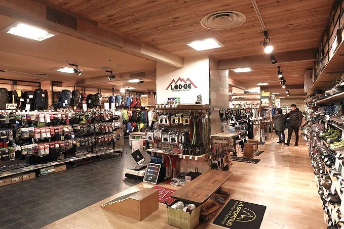 アウトドアスポーツ 山用品  店舗デザイン